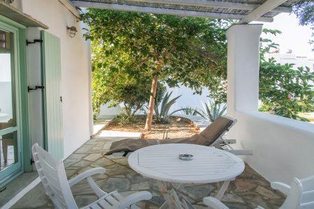 Classic double room garden view / Κλασικό δωμάτιο με θέα στον κήπο