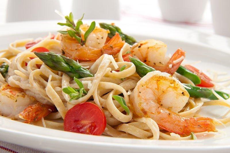 Spaghetti with shrimps and lemon sauce